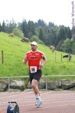 3. Tag: 5.000 m (man beachte die Schweizer Kühe im Hintergrund) - Nadine Warmuth
