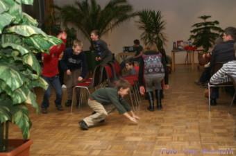 Stuhltanz mit Hüpfen - Uwe Warmuth