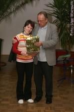 Wolfgang Schumacher dankt Antje Bartel für die Gestaltung des Programms - Uwe Warmuth