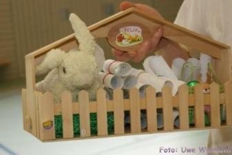 ... und ein kleines Geschenk für jedes Kind ... - Uwe Warmuth