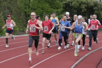14.05.2010: 3.000 m (Uwe Warmuth [40], ganz rechts) - Kay Schmarsow