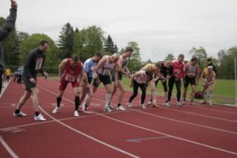 14.05.2010: 800 m (Uwe Warmuth [40], 3. von rechts) - Kay Schmarsow
