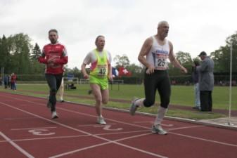 15.05.2010: 1.000 m (Uwe Warmuth [40], rotes Hemd) - Kay Schmarsow