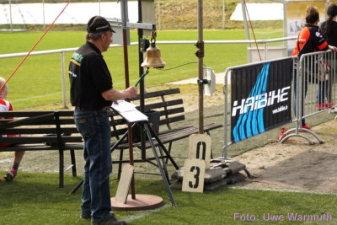 Der Mann mit der Rundenglocke ... nur vor der letzten Runde zu hören - Uwe Warmuth