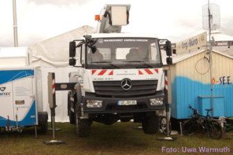 Warum der LKW hochgebockt war, war nicht klar. Zu spät aufgefallen: Der Wagen des Org-Büros. - Uwe Warmuth