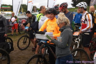 Warten auf den Rad-Checkin - Uwe Warmuth